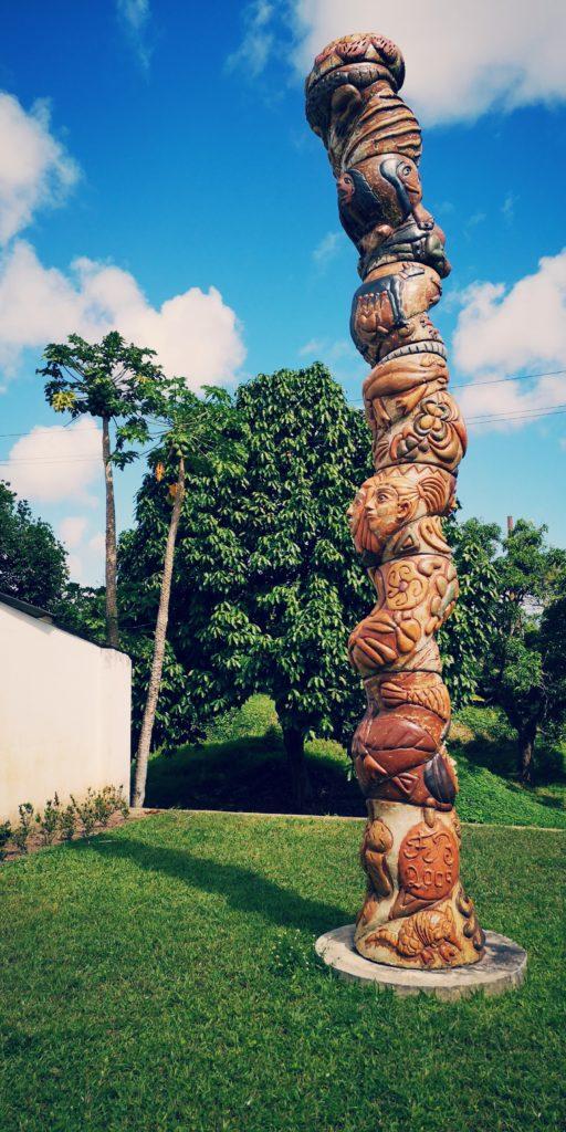 Skulptur von Francisco Brennand im Außenbereich